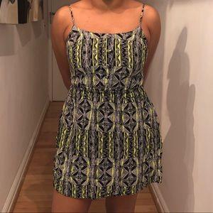 Geometric neon accented dress 💚💚💚